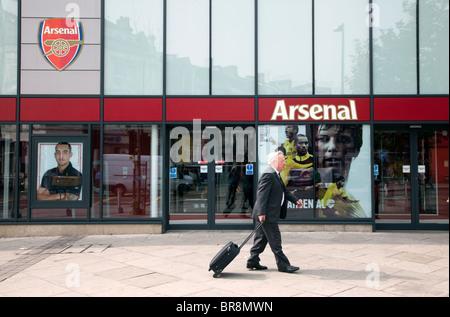 Arsenal Football Club Shop Und Store Ausserhalb Des Emirates Stadium Namens The Arsenal Ist Es Der Club Flagship Store Stockfotografie Alamy