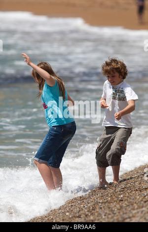 Süße Lesben Spielen Draußen Am Strand
