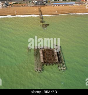 Luftaufnahme des ausgebrannten West Pier, Brighton, Sussex, England, Vereinigtes Königreich, Europa - Stockfoto