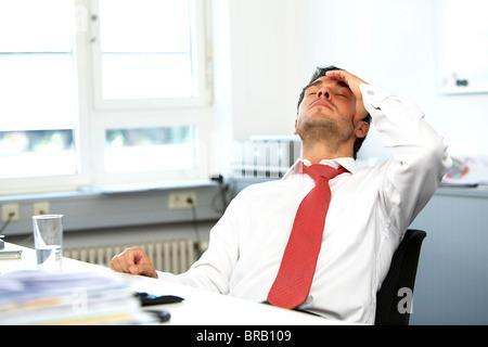 Geschäftsmann, erschöpft - Stockfoto