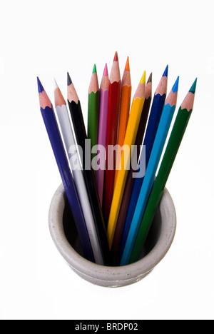 Buntstifte in einem Topf stehen. - Stockfoto
