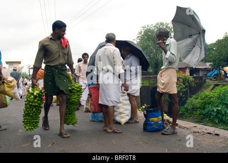 Markt Thalayolaparambu, Kerala, Südindien, Indien, Asien. - Stockfoto