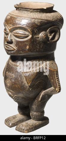 Eine Wongo Tasse für Palm Wein, Kongo, ca. 1900. Eine hölzerne Becher in der Form eines Stehende weibliche Figur. - Stockfoto