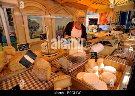 Frankreich, Provence, Vaucluse, Orange, Lebensmittelmarkt, Käse Abschaltdruck - Stockfoto