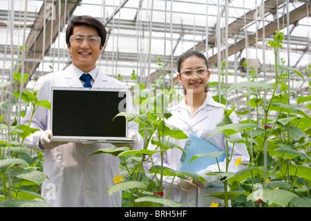 Wissenschaftler forschen in moderner Bauernhof - Stockfoto
