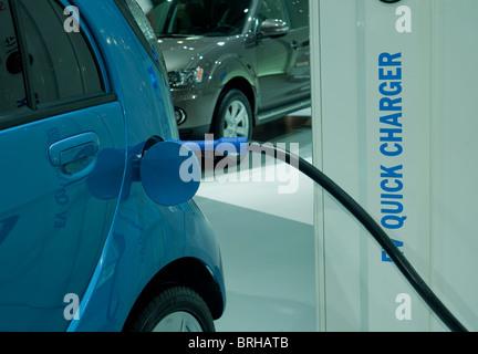 Mitsubishi ich miev elektroauto an einer ladestation for Garage mitsubishi paris