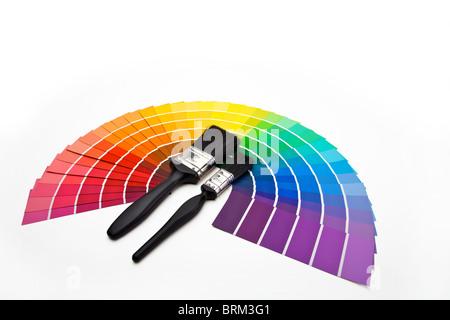 Pinsel und Farbe Farbfelder angeordnet in ein fan - Stockfoto