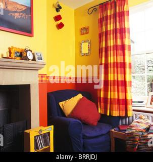 Rote Vorhänge Wohnzimmer Stockfoto, Bild: 310525589 - Alamy