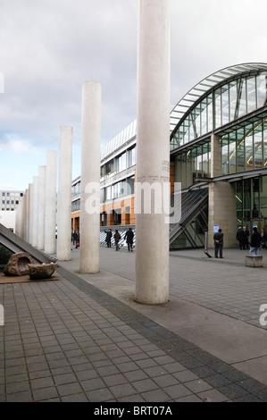 Straße der Menschenrechte, Weg der Menschenrechte, Konzept von Dani Karavan, 1993, und das Germanische Nationalmuseum, - Stockfoto