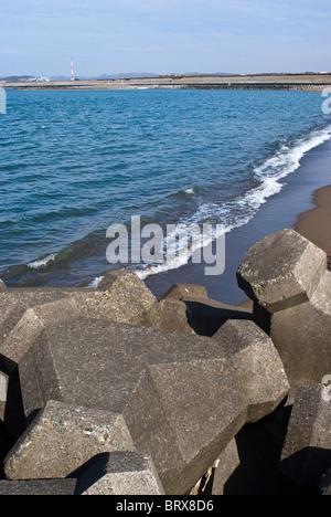 Betonsteine am Strand