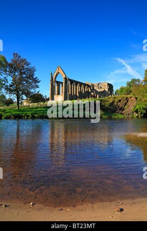Bolton Priory und Flusses Wharfe, Bolton Abbey, Yorkshire Dales National Park, North Yorkshire, England, UK. - Stockfoto