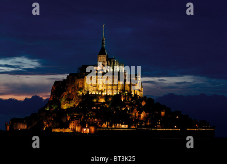 Frankreich, Normandie: Le Mont Saint-Michel bei Nacht - Stockfoto