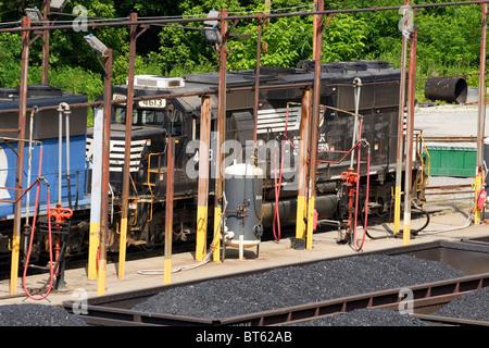 Ein Norfolk Southern Besitz an einer Tankstelle in einem Railyard in Dickinson, WV in der Nähe von Charleston, West - Stockfoto