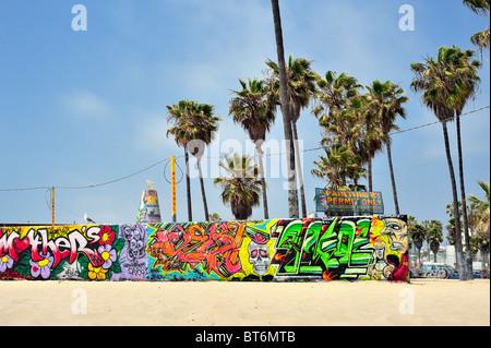 Muttertag-Graffiti an der öffentlichen Kunst Wand Venice Beach, Stadt Los Angeles, Kalifornien. Gemälde von Genehmigung - Stockfoto