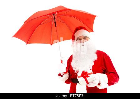 Foto von happy Santa Claus mit roten Regenschirm und Geschenkbox isoliert - Stockfoto