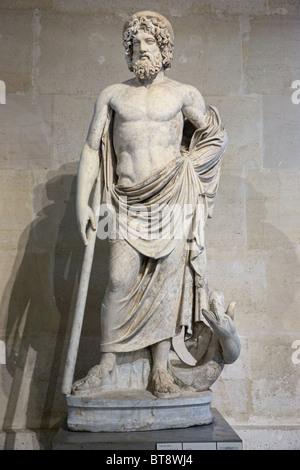 Asklepios griechischer Gott der Medizin Statue Museum Louvre Paris - Stockfoto