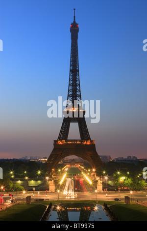 Sonnenaufgang in Paris-Blick vom Trocadero auf den Eiffelturm - Stockfoto