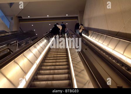 Tiefen Rolltreppe in Washington, D.C., u-Bahn - Stockfoto