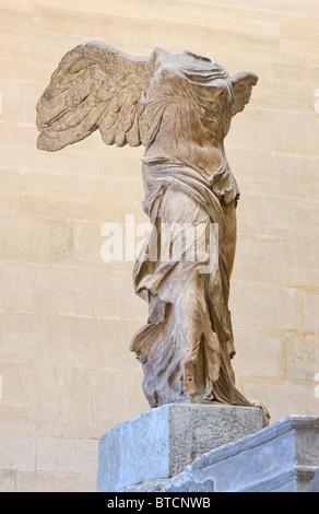 Nike von Samothrake oder Winged Sieg von Samothrace Statue Closeup Louvre Museum in Paris. Marmor, 2. Jh. v. Chr. - Stockfoto