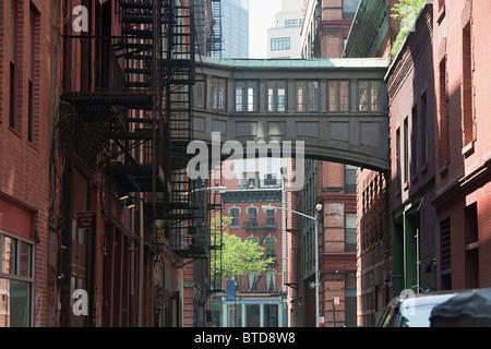 Skywalk zwischen Gebäuden in Tribeca, NYC - Stockfoto