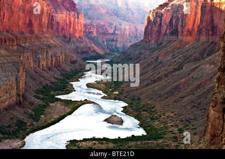 Sonnenaufgang über dem Colorado River im Grand Canyon National Park - Stockfoto
