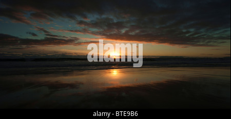 Ein Sonnenuntergang über dem Meer - Stockfoto