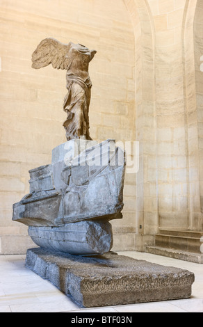 Nike von Samothrake oder Winged Sieg von Samothrace Statue Museum Louvre Paris. Marmor, 2. Jh. v. Chr. - Stockfoto