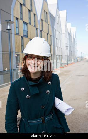 Architektin im harten Hut, Porträt - Stockfoto