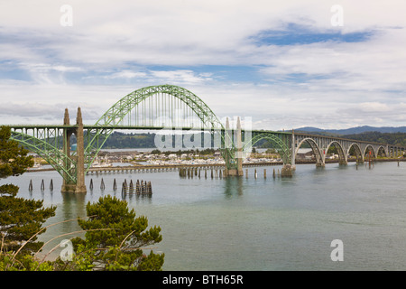 Siuslaw River Bridge entworfen von Conde B McCullough in Florenz Oregon - Stockfoto