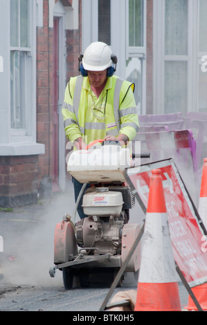 Gasrohr repariert in Redditch, Worcestershire, UK (2010). UK