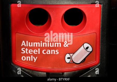 Recyclingbehälter, UK - Stockfoto