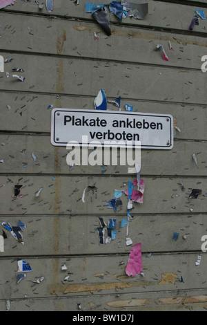 Plakate Ankleben verboten Schild - Stockfoto