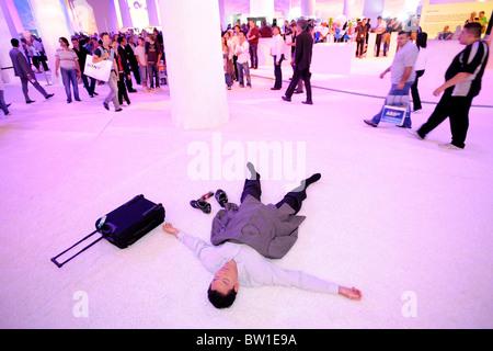 IFA 2008, eine schlafende Geschäftsmann, Berlin, Deutschland - Stockfoto