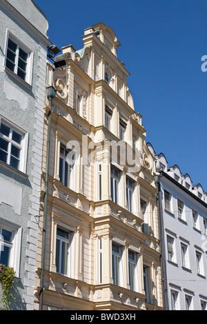 TYPISCHE HÄUSER, MAXIMILIAN STRAßE, AUGSBURG, BAYERN, DEUTSCHLAND - Stockfoto