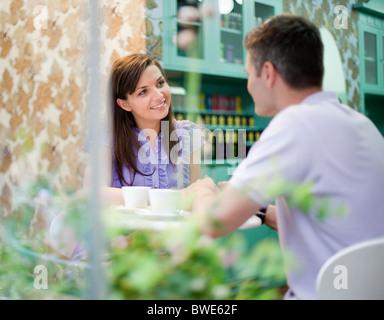 Paar im CafÈ store - Stockfoto