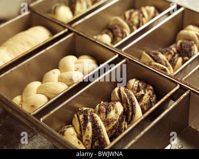 Nahaufnahme von süßen raw Brot backen Fach Formen - Stockfoto