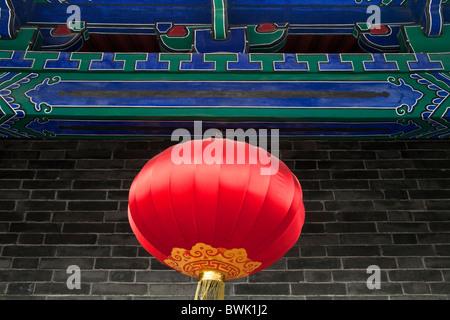 Roter Lampion auf dem Haupt-Tor-Turm, an die Stadt Mauer, Xi ' an, Provinz Shaanxi, China - Stockfoto