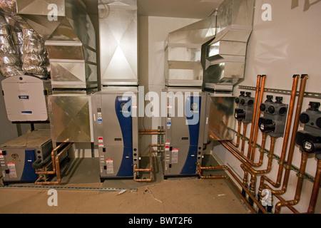 Geothermische Wärmepumpe im Neubau Wohnungsbau. Manhattan Beach, Kalifornien, USA - Stockfoto