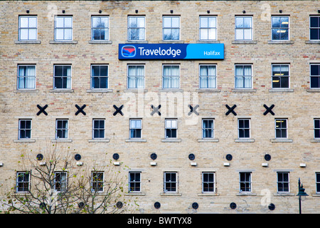 Travelodge an Dean Clough Halifax West Yorkshire in England - Stockfoto