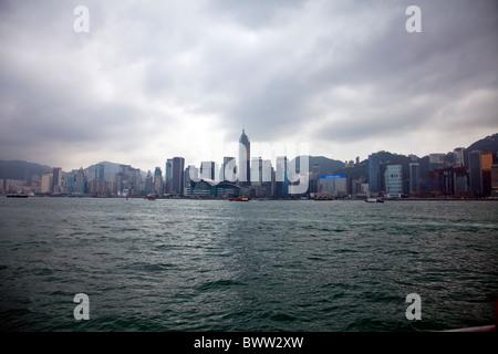 Die erstaunliche Hong Kong Skyline das imposante Bauten sind die Ifc-Türme über Victoria Harbour Hafen - Stockfoto