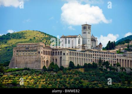 Italien Europa Assisi Basilika San Francesco Kirche Reisen UNESCO World Heritage Site Landschaft - Stockfoto