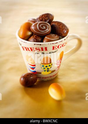 Essen Foto von Mini Schokolade traditionelle Ostereier - Stockfoto