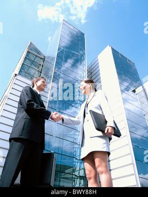 Übersicht außerhalb Glas Fassaden Geschäftsvereinbarungen Angebote Nachkommen Hand schütteln Handshake-Block von - Stockfoto