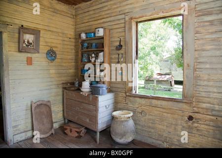 Slave Viertel auf Laura Plantation in Louisiana, zum einer kreolischen Familie und heute ein beliebtes Touristenziel. - Stockfoto