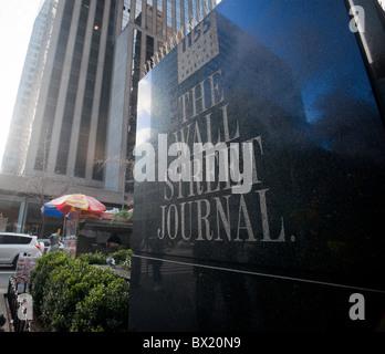 Die Büros des Wall Street Journal auf der Sixth Avenue in New York am Sonntag, 5. Dezember 2010. (© Richard B. Levine) - Stockfoto