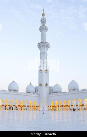 Scheich Zayed Bin Sultan Al Nahyan Moschee in Abu Dhabi, Vereinigte Arabische Emirate, Naher Osten - Stockfoto