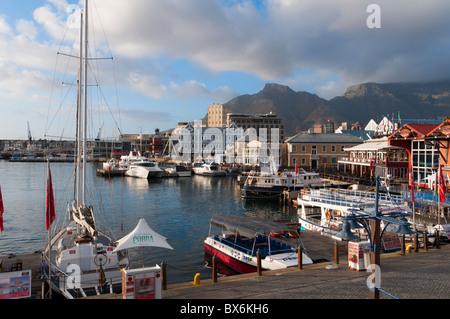 V & A Waterfront mit Tafelberg im Hintergrund, Cape Town, Südafrika, Afrika - Stockfoto