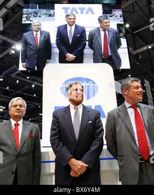 Ratan N. Tata, Ravi Kant, Paolo Pininfarina, Tata Prima, Auto - Stockfoto