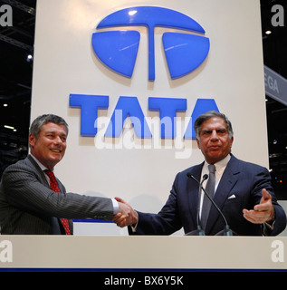 Ratan N. Tata, Paolo Pininfarina, Tata Prima, logo - Stockfoto