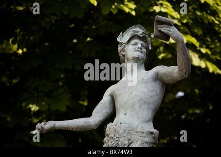 Bronze-Statue l'acteur Grec von Arthur Bourgeois (1838 – 1886) im Jardin du luxembourg - Stockfoto